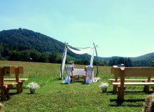 Ślub w plenerze_Gościniec Szumny_Gościniec Nałężę_ceremonia