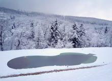 Podgrzewany basen zimą_Gościniec Nałęże