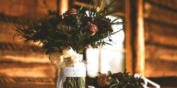 Hostinec Szumny - Naleze - stolni dekorace s kvetinami